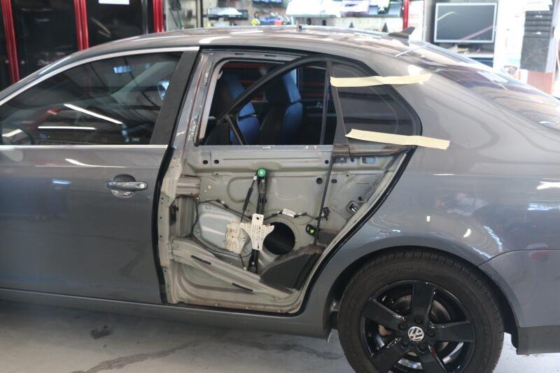 фото ремонт двери в автосервисе
